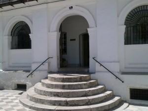 Puerta principal del Ayuntamiento, de nuevo abierta
