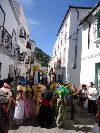 Gigantes y cabezudos de la Feria Chica, por la calle Real el 18 de junio de 2011