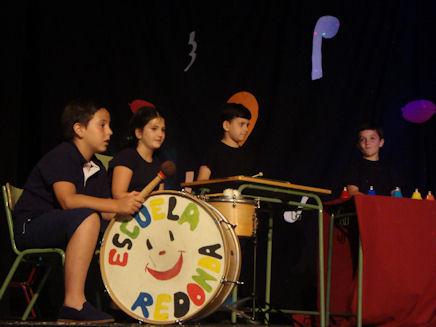 Actuación de alumnos de la Escuela Municipal de Música el 22 de junio de 2011 en el IES Francisco Fatou (Foto: Merci)