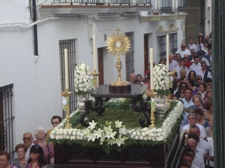 El paso de la procesión del Corpus, por la calle Botica (Foto: Merceditas)