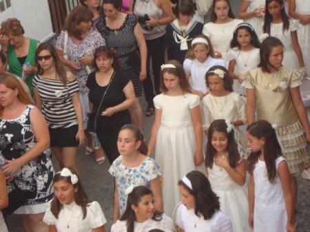 NIñas de primera comunión en la procesión del Corpus (Foto: Merceditas)