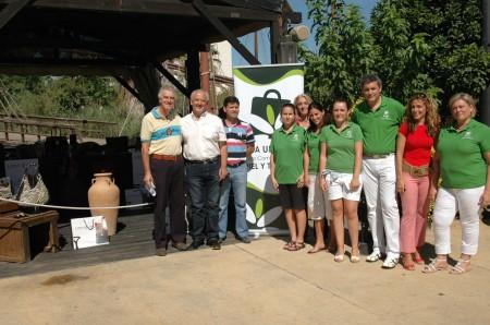Alcalde, concejales, técnicos de la Oficina de Turismo y miembros de Isla Mágica