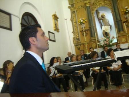 El director de la Coral, Juan Antonio Aibar Rubira, en la parroquia.