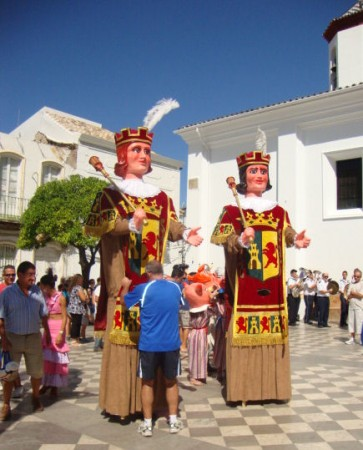 Gigantes y cabezudos, en La Plaza del Ayuntamiento, el 14 de septiembre de 2011.
