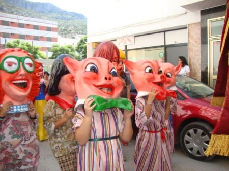Cabezudos, por la calle Pasadilla.