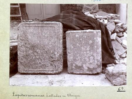 Fotografía de las dos incripciones ocuritanas incluidas por Enrique Romero de Torres en el Catálogo Monumental de España: Provincia de Cádiz.