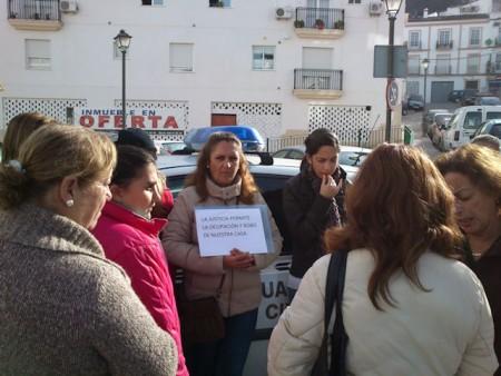 Concentración ante el Juzgado celebrada el lunes 19 de diciembre de 2011.