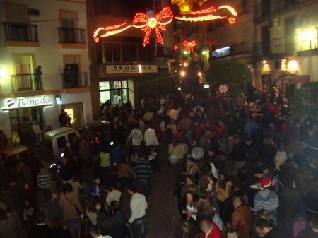 Público en la Pilita de Abajo y calle del Agua.