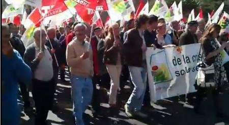 Representantes de IU de Ubrique, en la manifestación contra la reforma laboral.