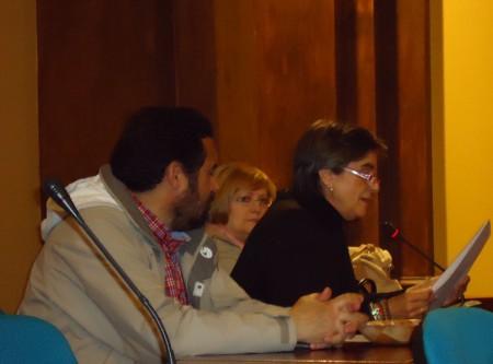 Mª Carmen López lee el relato de Antonio Luis Vera.