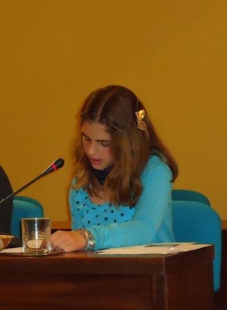 María López, leyendo su relato.