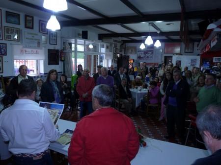 Asistentes al acto de hermanamiento de las peñas sevillistas de Ubrique y Lebrija.