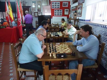 Partidas de la última ronda. En primer término, Medina y Rosado.