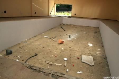 Estado de abandono y deterioro de una de las salas del Ecomuseo del Hábitat Rural.