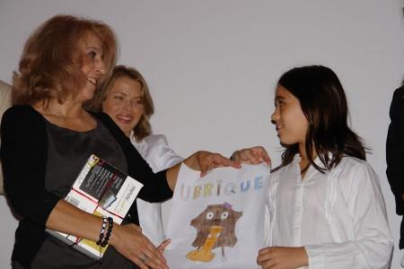 Entrega del primer premio del concurso 'Una mascota para Ubrique'.