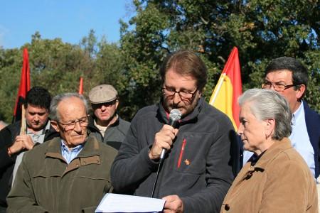 Andrés Rebolledo lee el manifiesto.