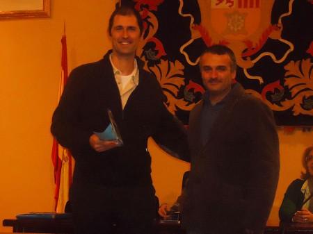 Francisco Sánchez recibe el tercer premio de David Menacho, de La Ventolera.
