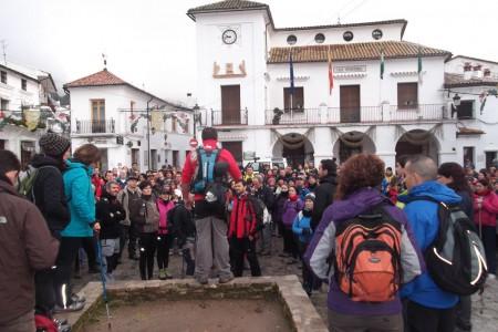 Los participantes, en la plaza del Ayuntamiento de Grazalema.