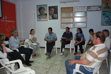 Alfonso Moscoso e Isabel Gómez, con la directiva de la Plataforma de Desempleados.