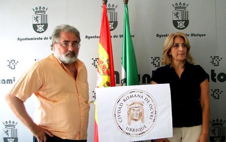 La edil de Cultura, Josefina Herrera, y el arqueólogo Luis Javier Guerrero.