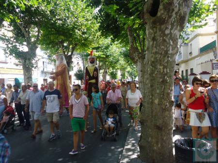 El desfile, por Los Callejones.