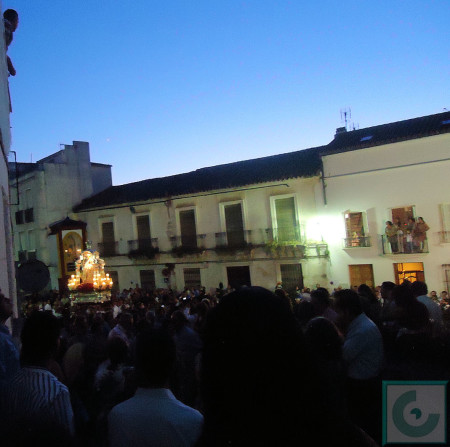 El paso de la Virgen, por la Trinidad.