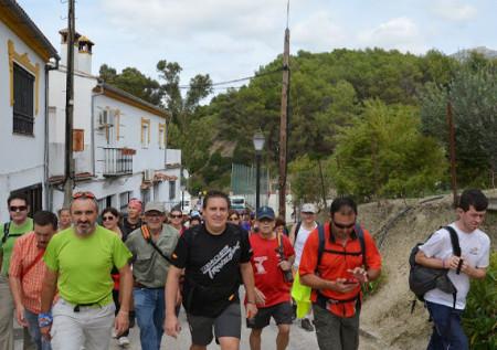 Participantes en la ruta solidaria (Foto: Club Senderismo 3 Caminos).