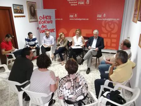 Reunión de dirigentes socialistas con la directiva de la Plataforma de Desempleados de Ubrique.