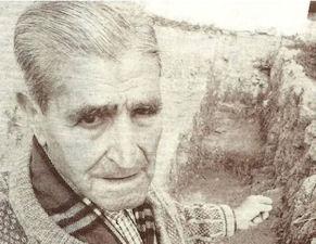 Pepe Vázquez, ante la fosa común de El Bosque.