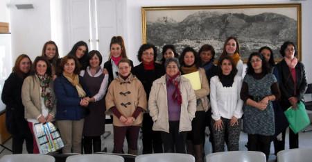Participantes en el curso, con la concejal Remedios González.