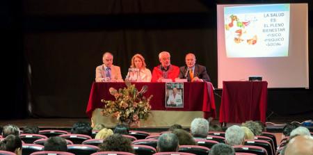 El autor del libro, Antonio Rodríguez Carrión, con el editor, Fernando Sígler, el alcalde, Manuel Toro, y la concejal de Salud, Josefina Herrera.