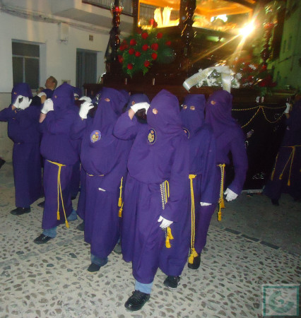 El paso del Cristo Yacente, por la calle Toledo.