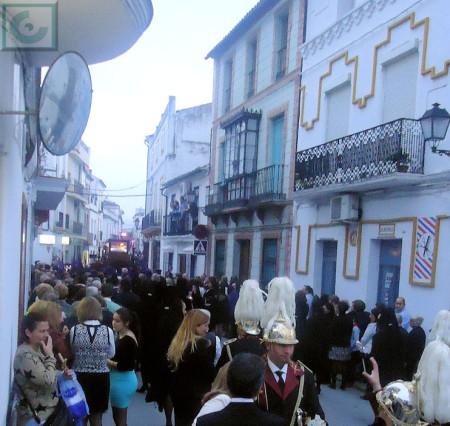 La procesión, por la calle San Sebastián.