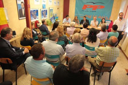 Representantes del PP de la Sierra, reunidos en Ubrique con la presidencia de Antonio Sanz.