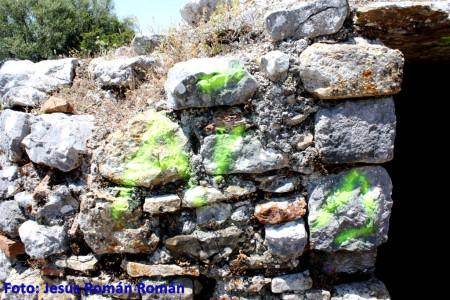 """Pintada sobre el muro de cubierta de la Cisterna situada junto a las Termas de """"Ocvri""""."""