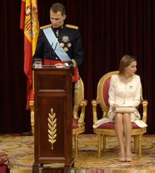 La reina Letizia, con el bolso hecho en Ubrique (Foto: Casa Real)..