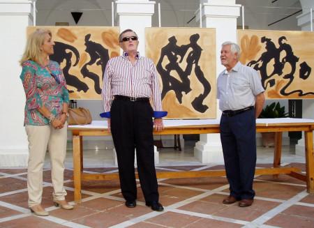 Manuel Mateos Coronil, en la presentación de la exposición de Antonio Rodríguez Agüera, entre el artista y la concejal de Cultura, Josefina Herrera [Foto: Paco Solano].