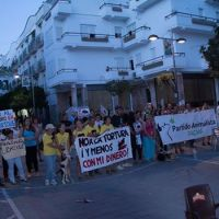 Concnetración contra la suelta de toros, celebrada en la avenida de España el 6 de septiembre (Foto: https://www.facebook.com/Noalasueltadeltoroennuestrascalles).