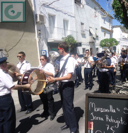 La Banda Municipal de Música, dirigida por Juan Pedro Viruez.