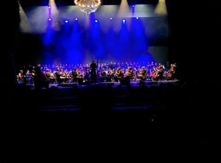 La Banda Sinfónica, el Coro del Liceo de Moguer y la Coral de Ubrique.