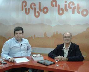 El periodista Antonio Romero y el doctor Antonio Rodríguez Carrión (Foto: 8Tv).
