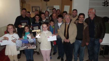 Premiados en el Torneo de Ajedrez de Navidad, con el alcalde y el concejal de Juventud.