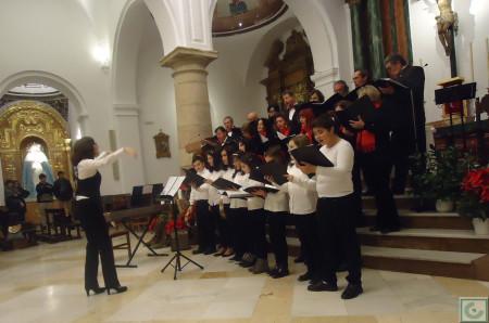 Actuación conjunta de la Coral Polifónica y el Coro de Voces Blancas de la Escuela Municipal de Música.