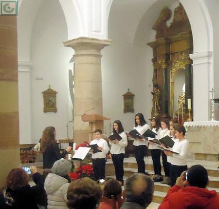 El Coro de Voces Blancas de la Escuela Municipal de Música, dirigido por Isabel Esther Ordóñez Puerto.