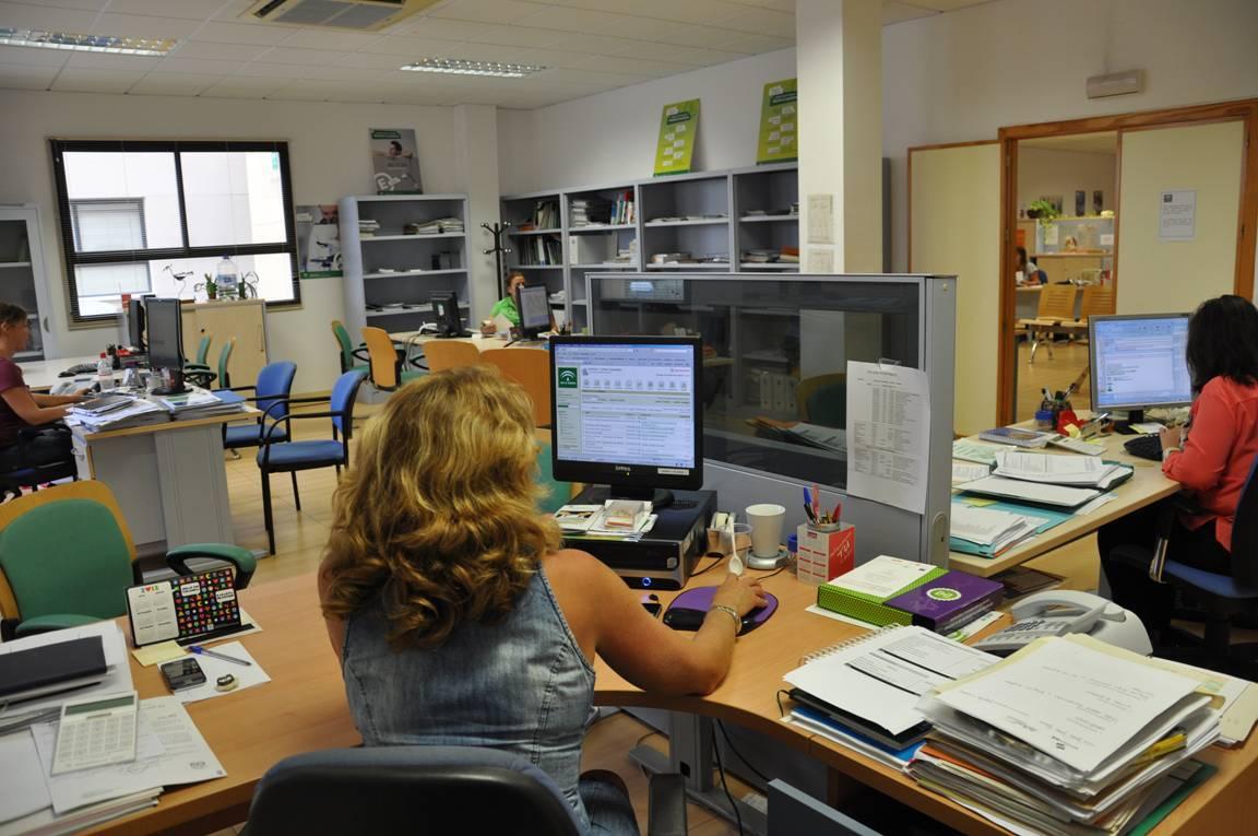 Internet herramienta fundamental para el desarrollo de la for El comercio oficinas