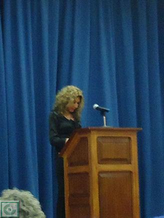 La representante de Barada agradece el reconocimiento.
