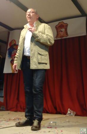 Jero interpreta el pasodoble a la Peña Sevillista.