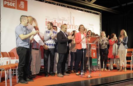 Isabel Gómez, con los demás ontegrantes de la candidatura socialista.