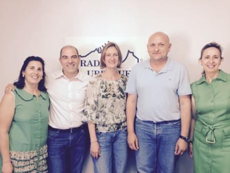 Isabel Gómez, Manuel Ángel Chacón, Isabel María Bazán, Virginia Bazán y José Antonio Herrera (PSOE), en la emisora municipal (Foto: Radio Ubrique).