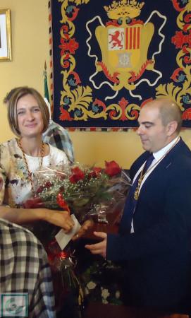 La alcaldesa, Isabel Gómez, y el nuevo concejal socialista Manuel Ángel Chacón.